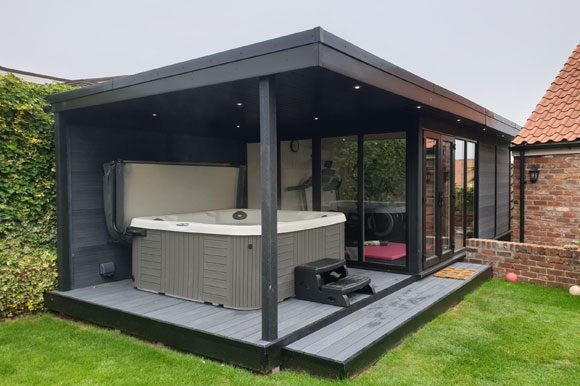 Relaxing Garden Room Hot Tub Retreat Reading
